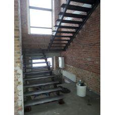 Лестница на двойном  косоуре «под зашивку»