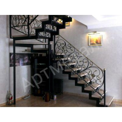 Преимущества кованых лестниц в современном интерьере