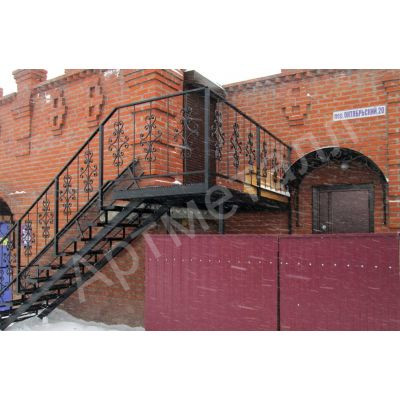 Уличная лестница на двух косоурах