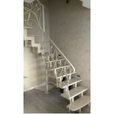 Лестница белая на двух косоурах 16