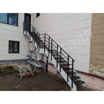Лестница уличная с косоурами из листовой стали