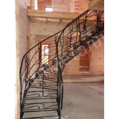 Лестница металлическая без несущего каркаса с перилами