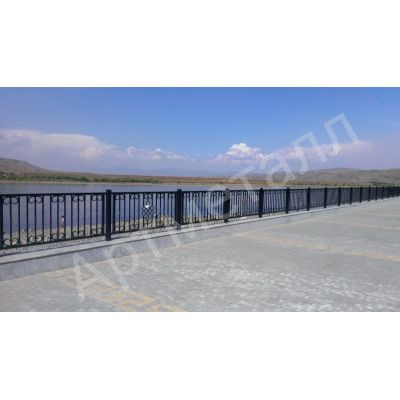Забор металлический на набережной