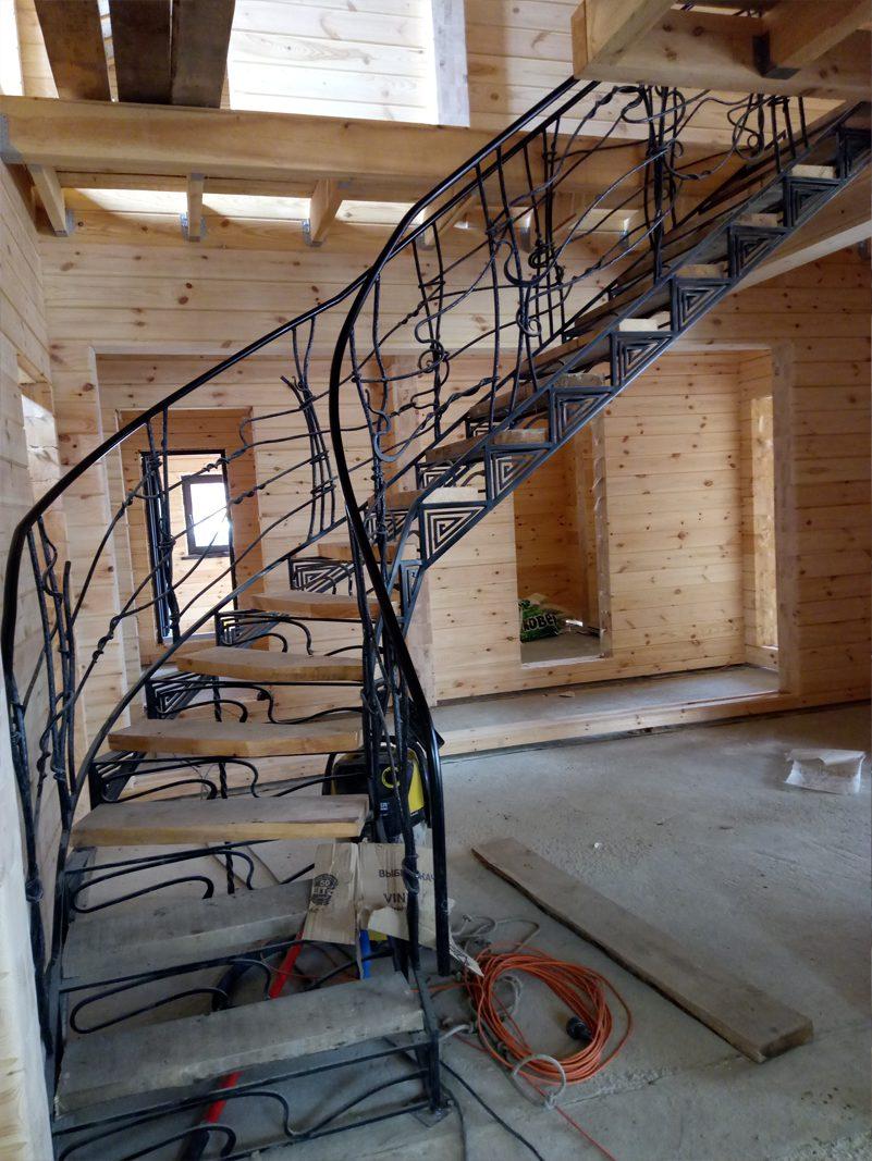 Бескаркасная металлическая лестница на заказ